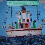 Eigens gemalte Kulissen sorgen für Seemannsflair bei der Seefahrt nach Rio, einer Aufführung des Kinderchor Babenhausen.
